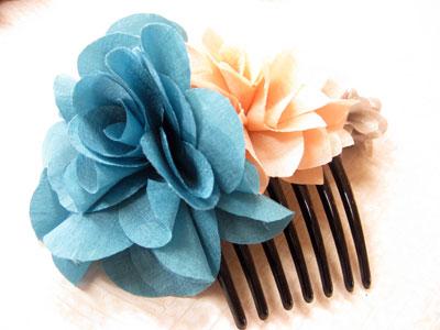ふわふわお花のヘアーコーム ブルーピンク・グレー