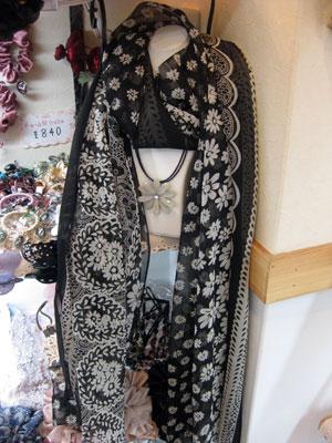 花柄シルクスカーフ ブラック