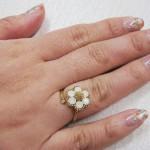 お花リング白 ¥2100