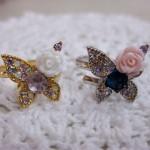 チョウとバラのリング ¥1260