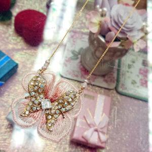 蝶とお花レースのネックレス